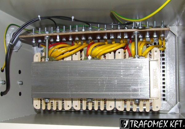 3 fázisú 5 kVA-os transzformátor tokozásban a TRAFOMEX Kft.-től